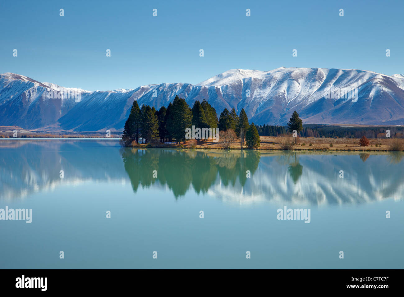 Lake Ruatinawha. The milky blue water reflects the snowy mountain and trees on Lake Ruatinawha. - Stock Image