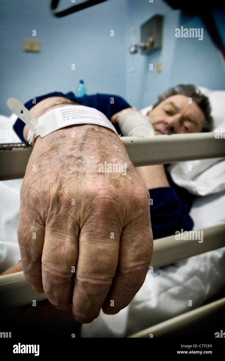 Senior man effected by Alzheimer's disease - real people - Stock Image