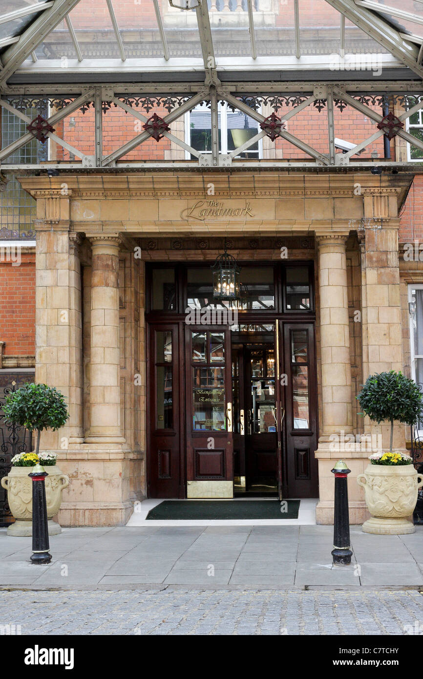 The rear and often used Melcombe Place entrance to the Landmark Hotel in Marylebone. - Stock Image