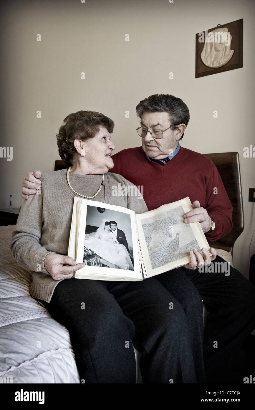 Senior couple with husband effected by Alzheimer's disease - real people - Stock Image