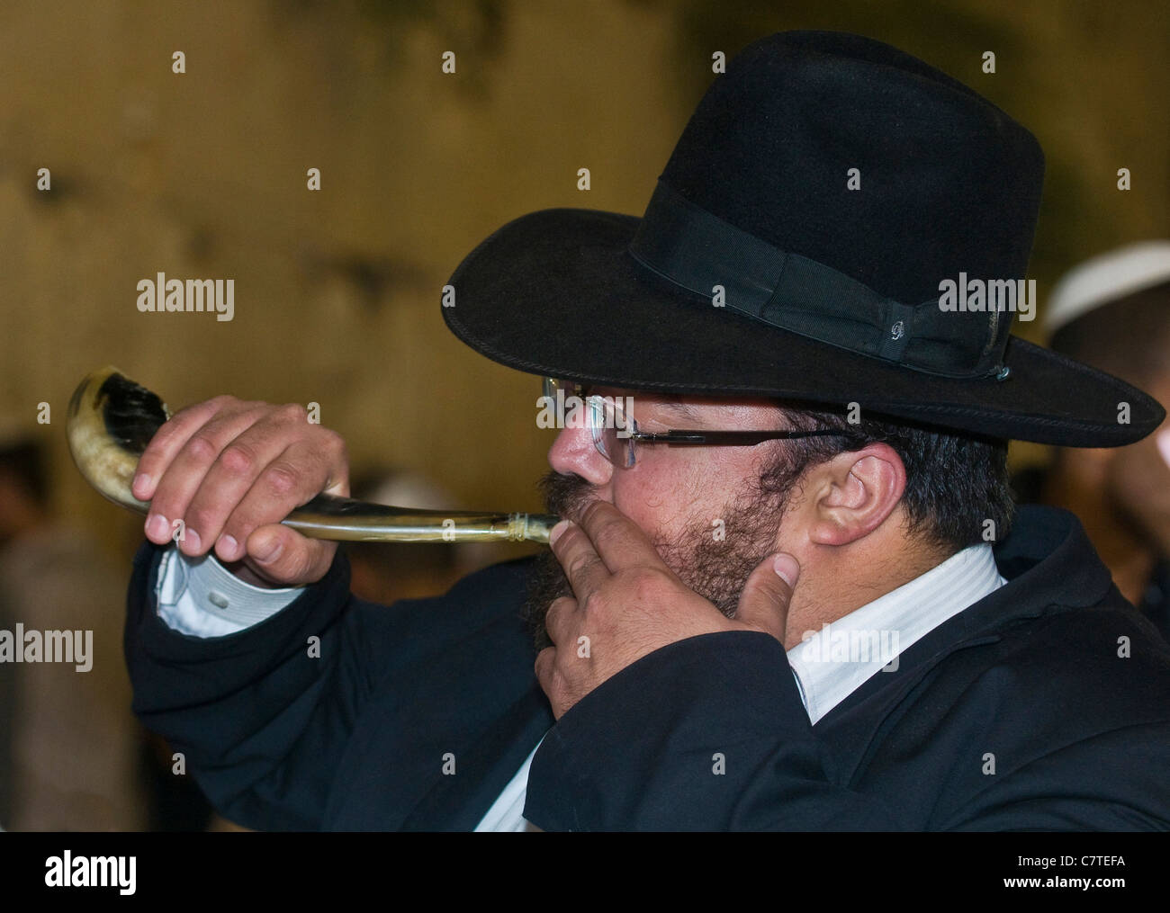 Jew blowing in 'Shofar' during the penitential prayers the 'Selichot' , held on September 26 2011 - Stock Image
