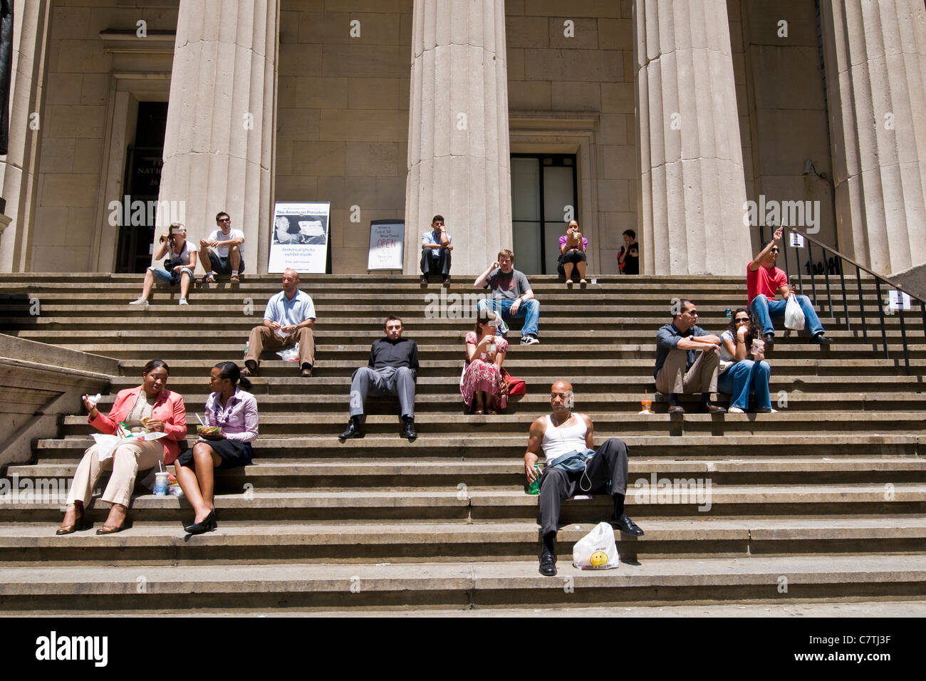 USA, New York City, New York Stock Exchange people sitting on staircase - Stock Image