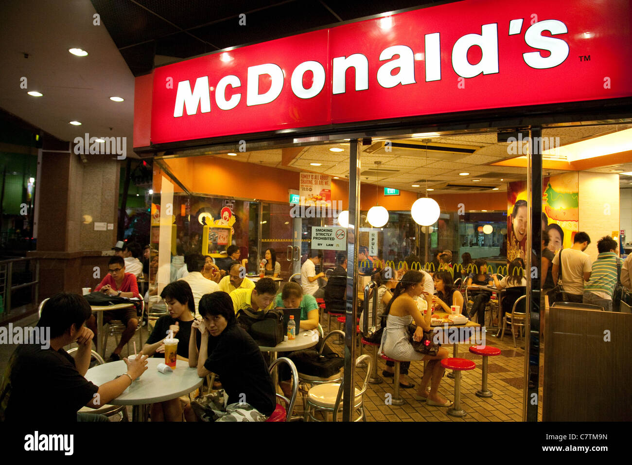 People eating in McDonalds, Singapore Asia - Stock Image