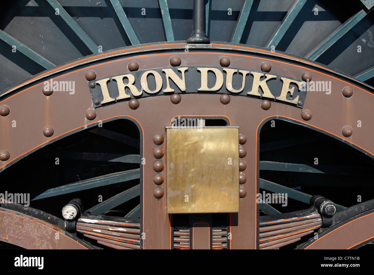 BROAD GUAGE REPLICA STEAM LOCOMOTIVE 'THE IRON DUKE' AT THE GLOUCESTERSHIRE AND WARWICKSHIRE STEAM RAILWAY - Stock Image