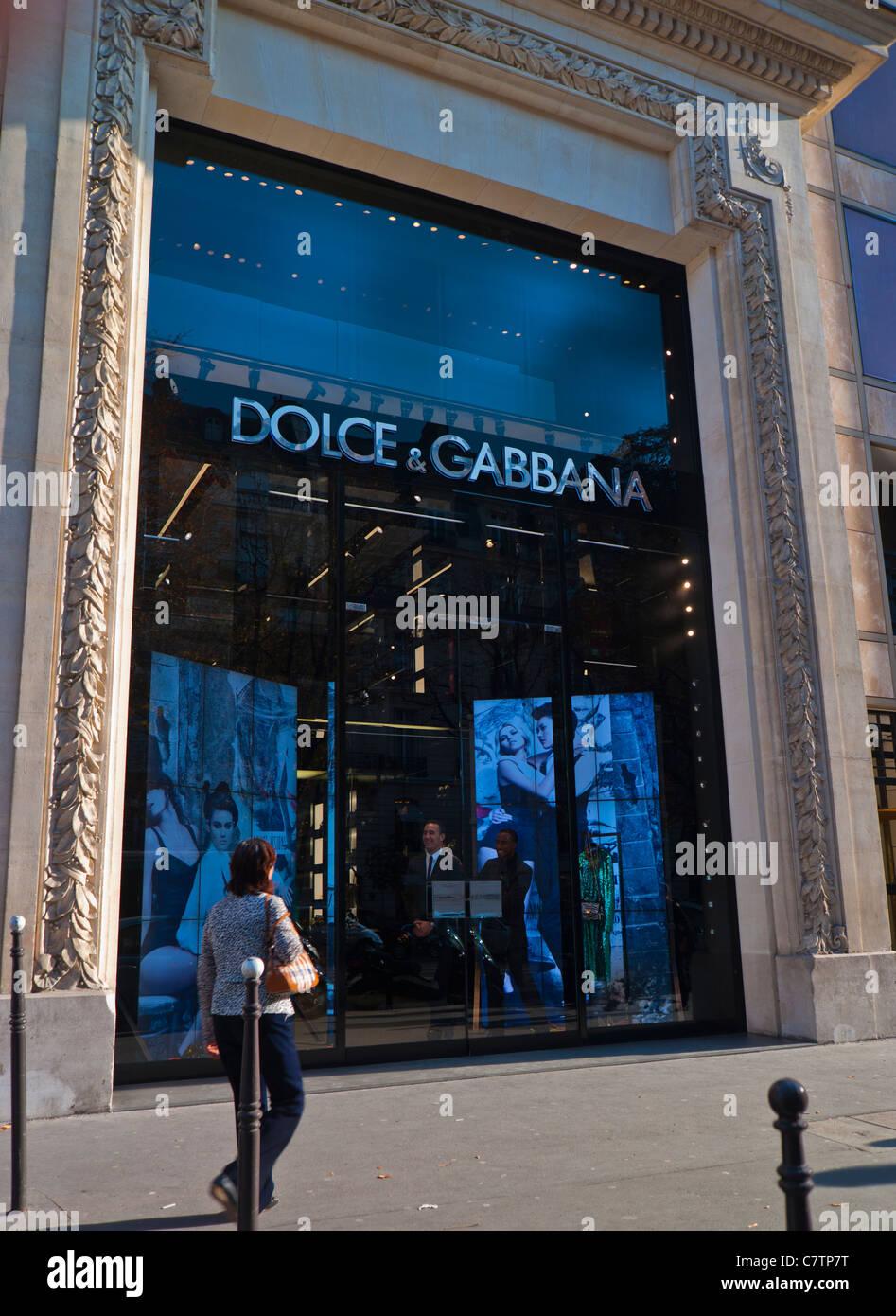 Front Clothing France Walking Shop Paris Woman Window Store 7q8xwYg