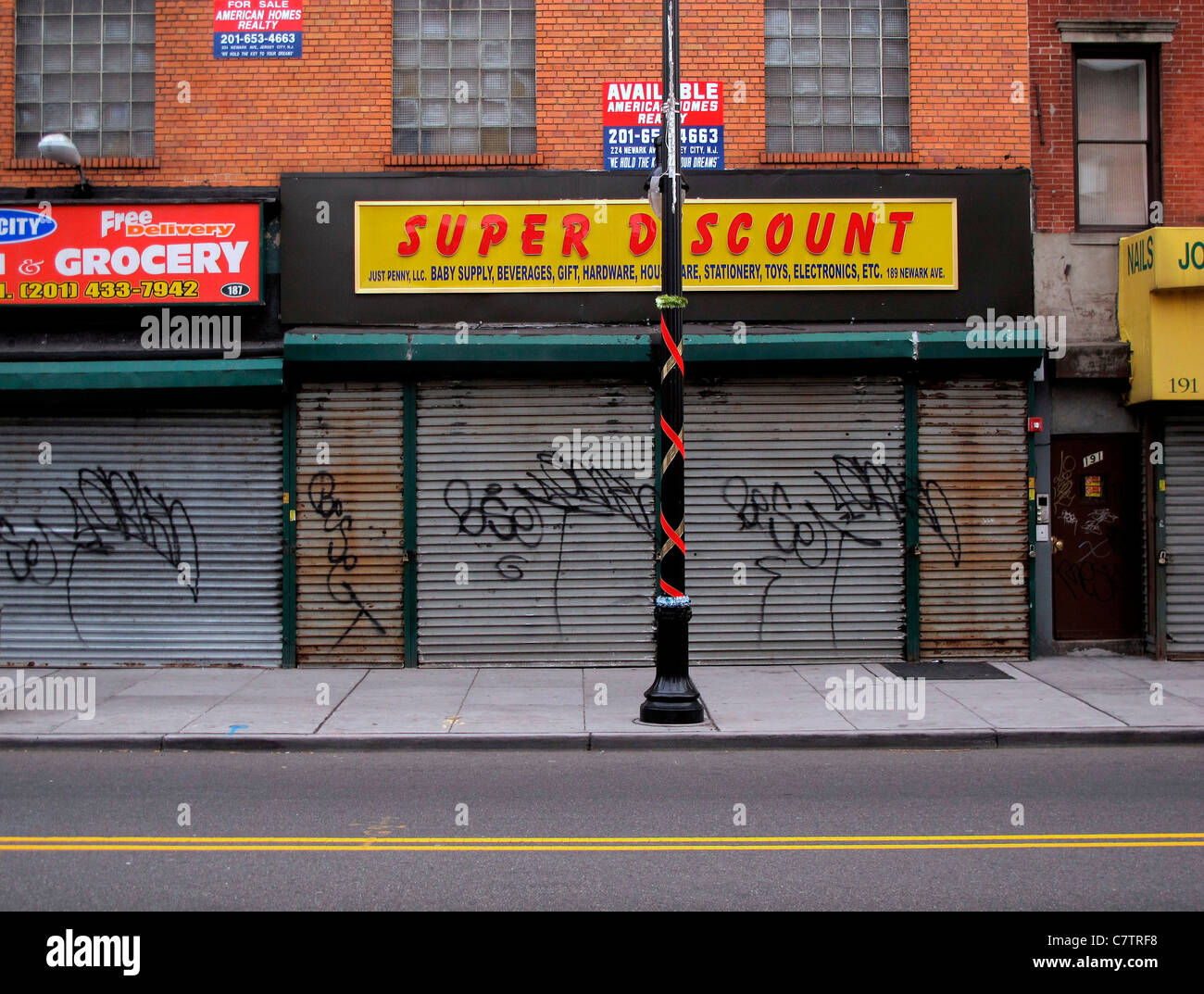 Super Discount Store on Newark St. - Stock Image