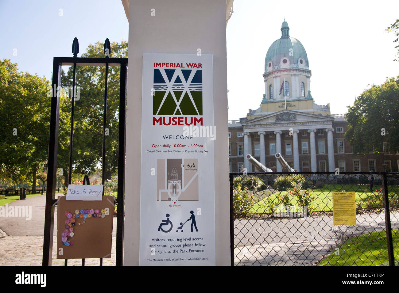 Entrance gate, home made poppies for free, at the Imperial War Museum, London. - Stock Image