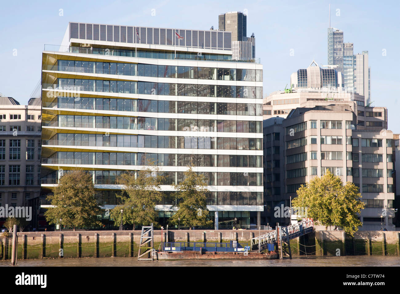 Riverbank House on the north bank of the river Thames in London near Cannon Street, David Walker Architects. - Stock Image