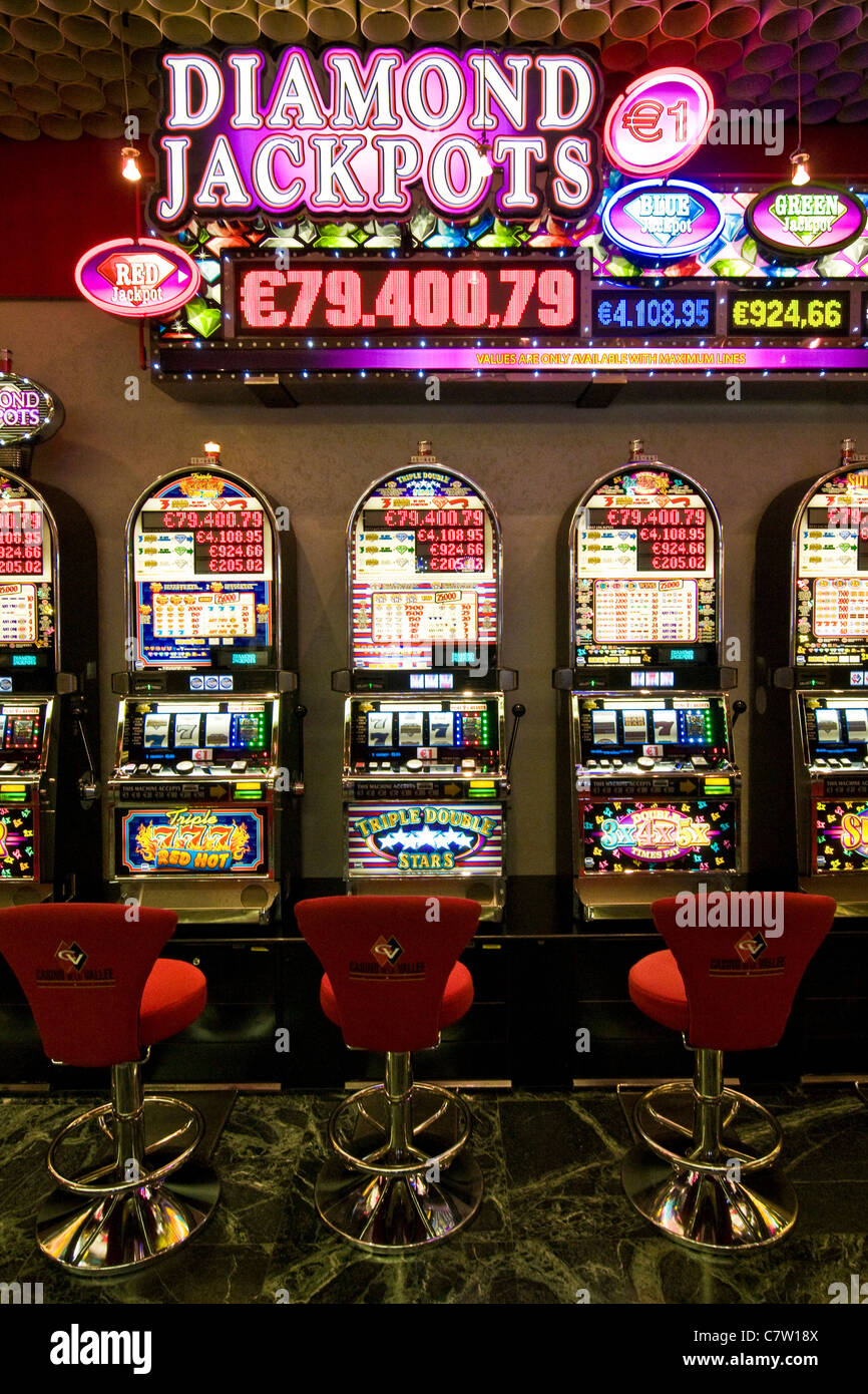 Slot Machine High Resolution Stock Photography And Images Alamy