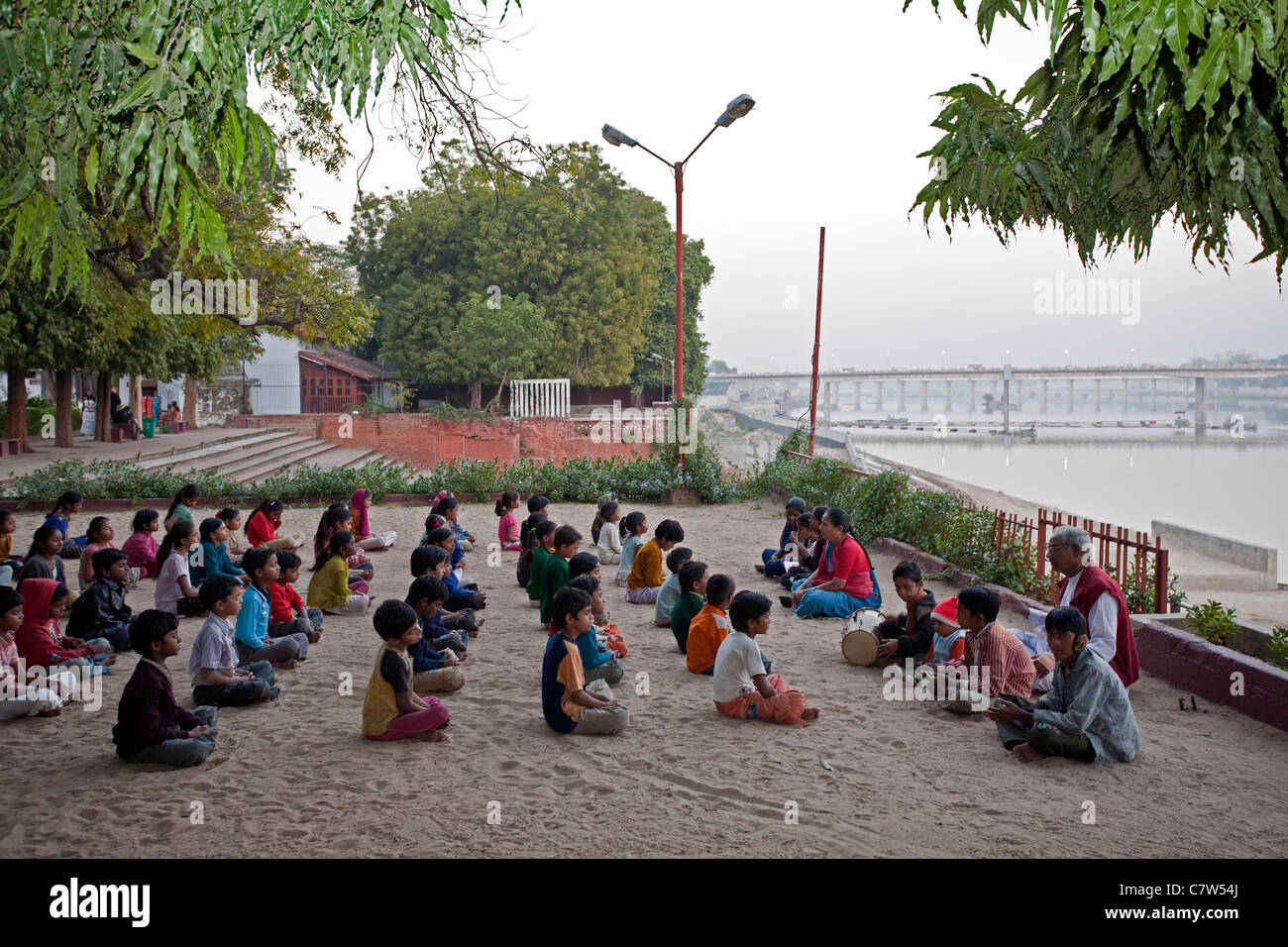 Children praying and chanting. Gandhi Ashram (Sabarmati Ashram). Ahmedabad. Gujarat. India - Stock Image