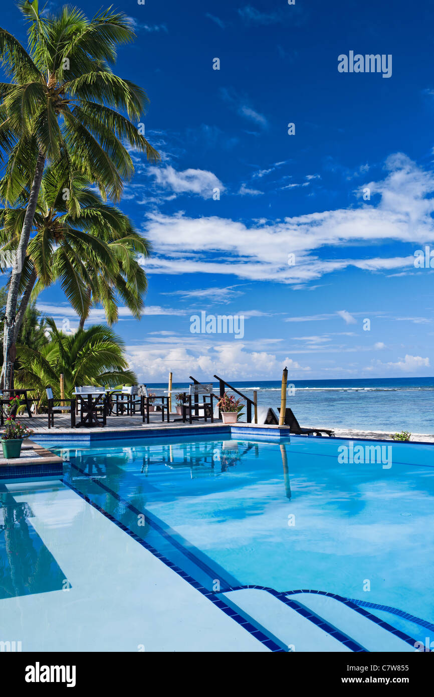 Infinite swimming pool in a tropical beach resort Stock Photo ...