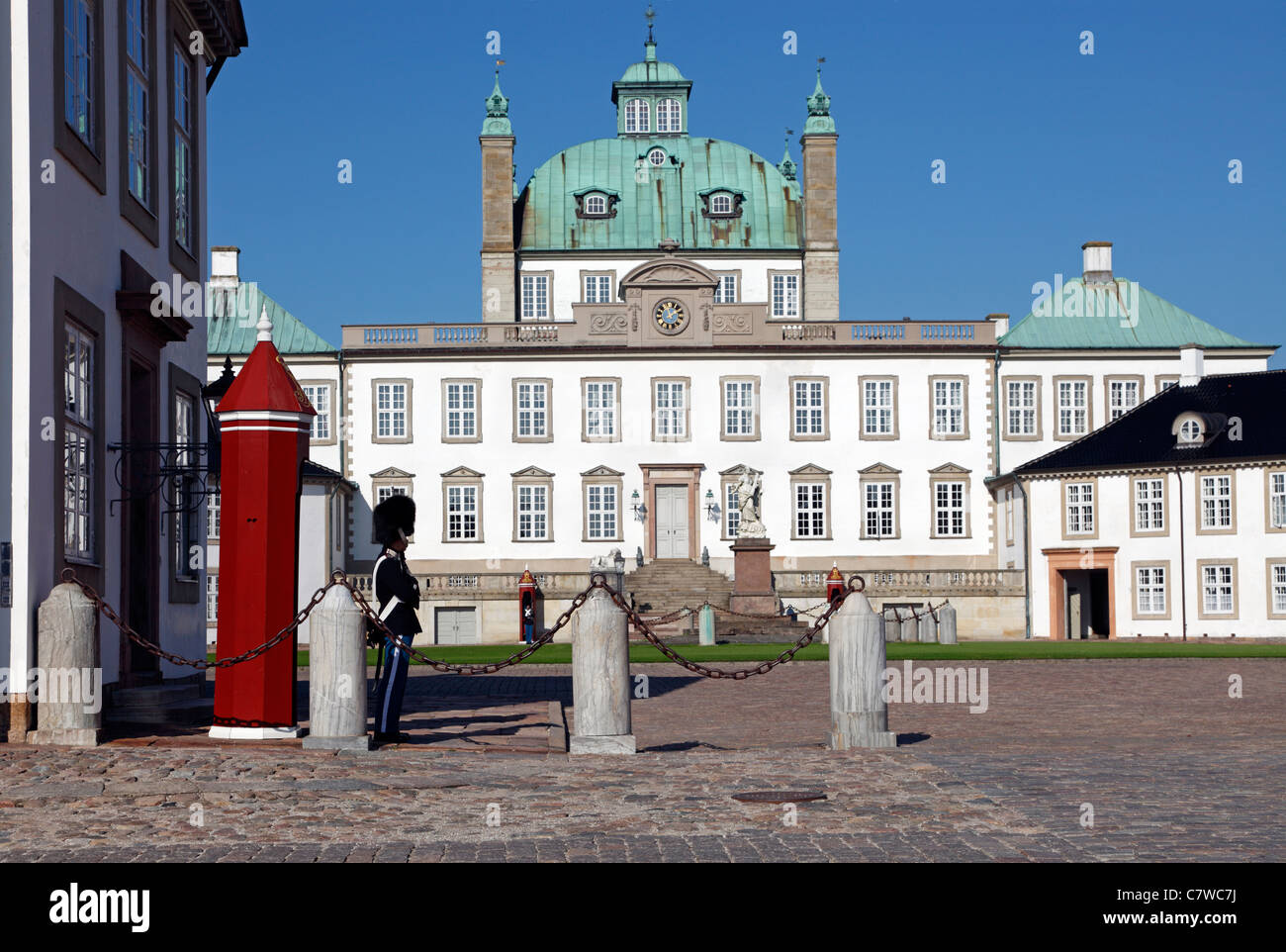 Bearskin sentry from the Royal Life Guards guarding the Fredensborg Palace near Copenhagen, Denmark - Stock Image
