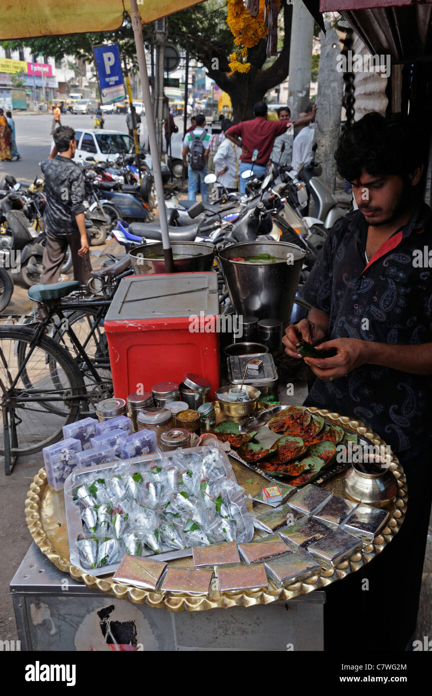 food vendor selling typical bengali indian food snacks calcutta kolkata west bengal india make shift stall hotplate - Stock Image