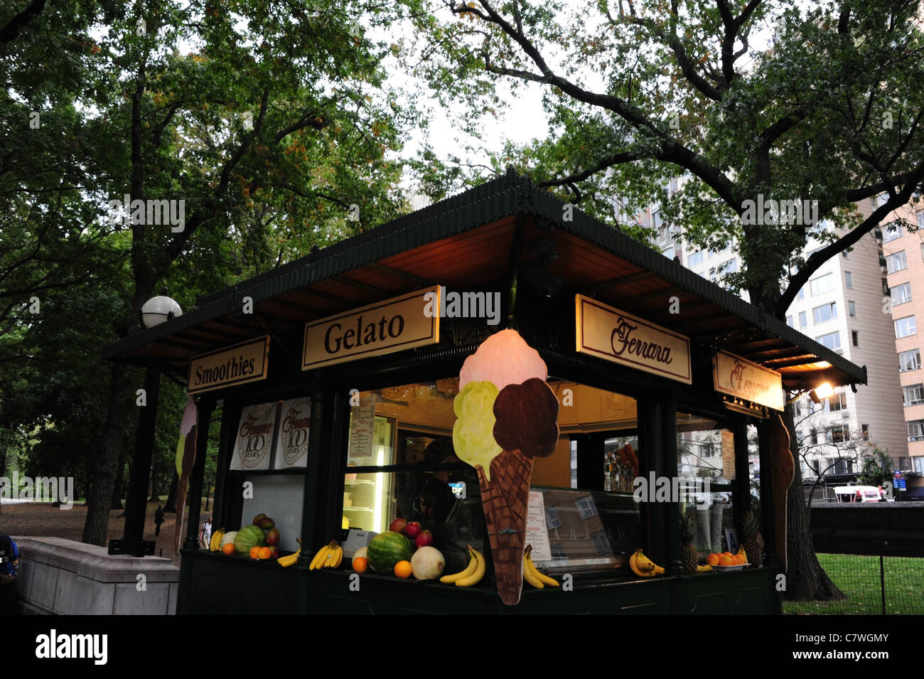 Ferrara Cafe ice cream kiosk, with wall corner illuminated 3 scoop cone cut-out, Merchants' Gate Plaza, Central - Stock Image