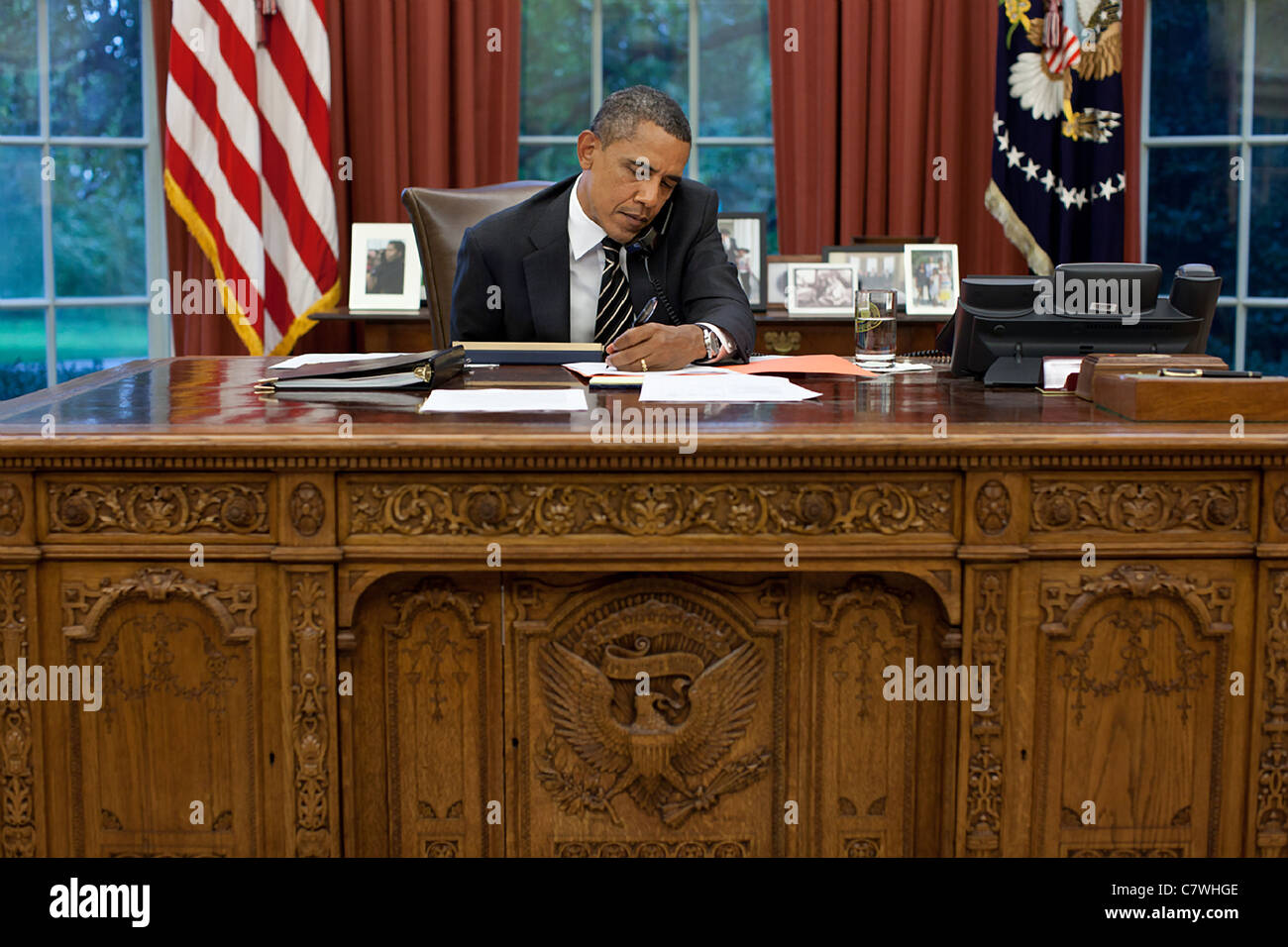President Barack Obama talks on the phone with Texas Governor Rick Perry - Stock Image