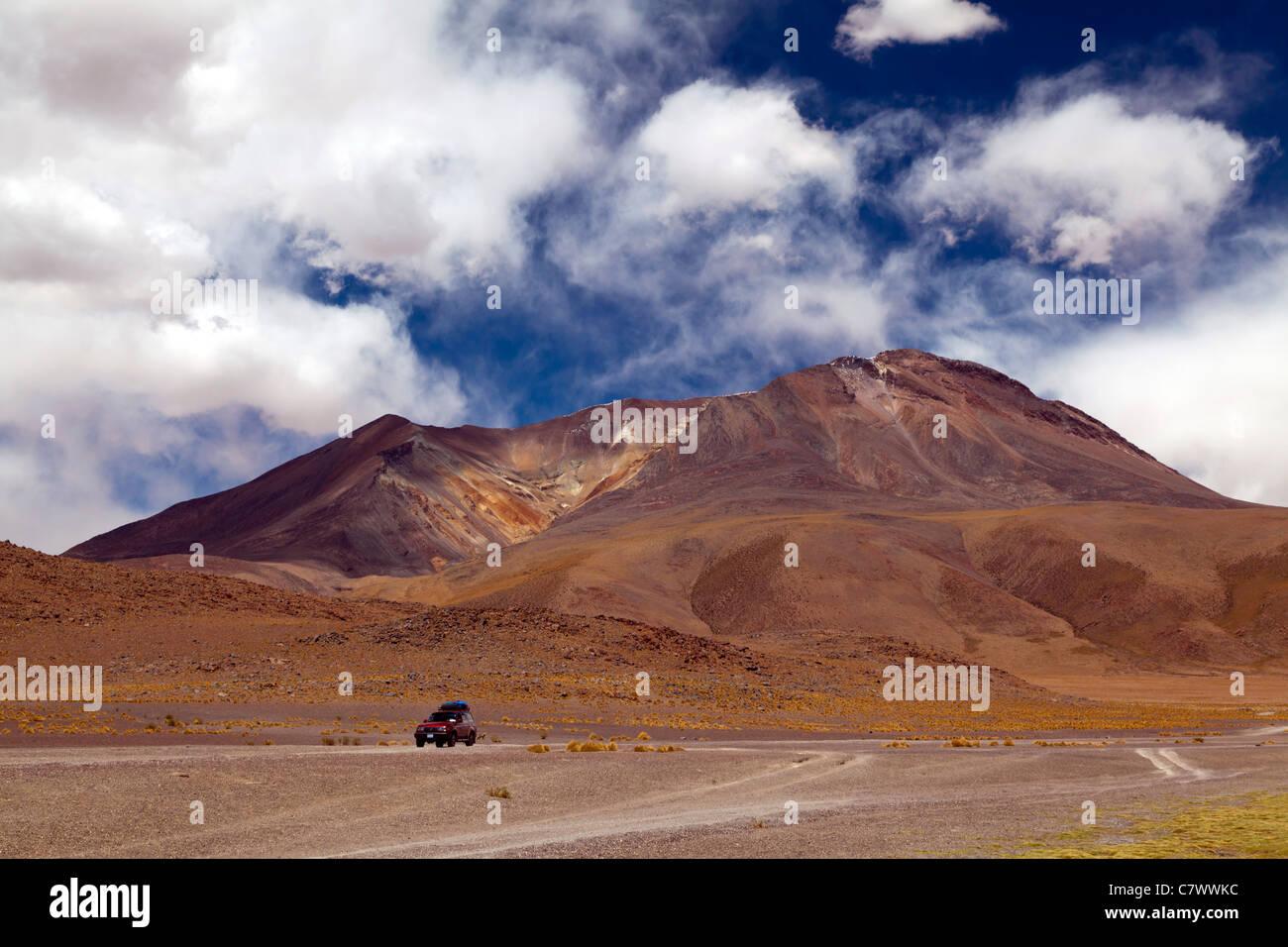 4wd on the road between San Pedro de Quemez and Ojo de Perdiz. Bolivia - Stock Image