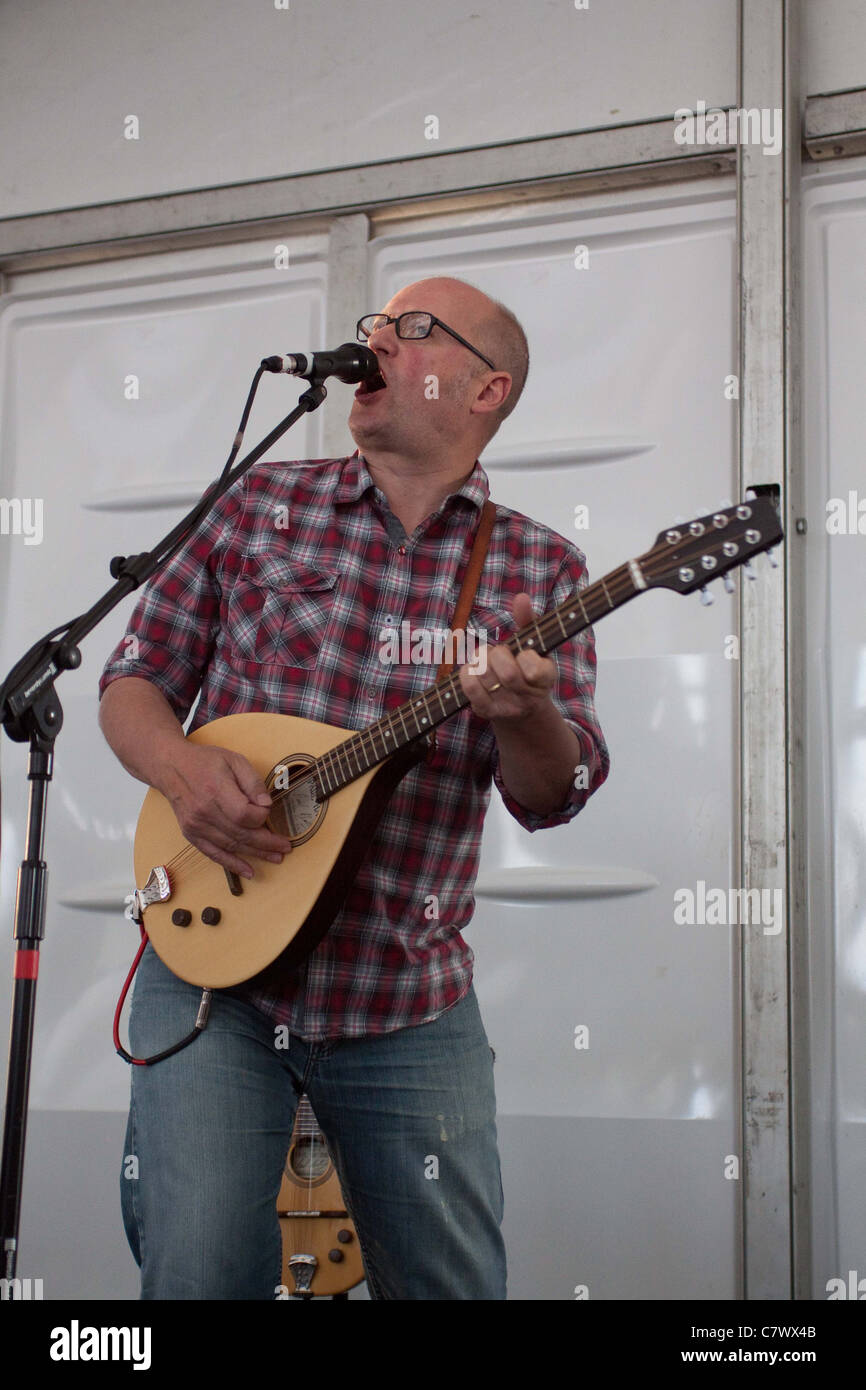 Adrian 'Ade' Edmonson performing with his band The Bad Shepherds at Ascot Racecourse - Stock Image
