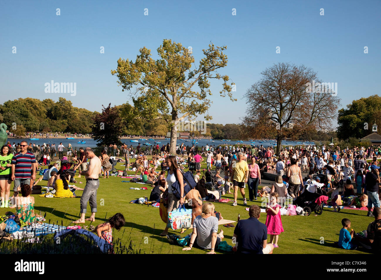 Summertime heat wave hits London and the UK. People out sitting in the sun in Hyde Park. - Stock Image