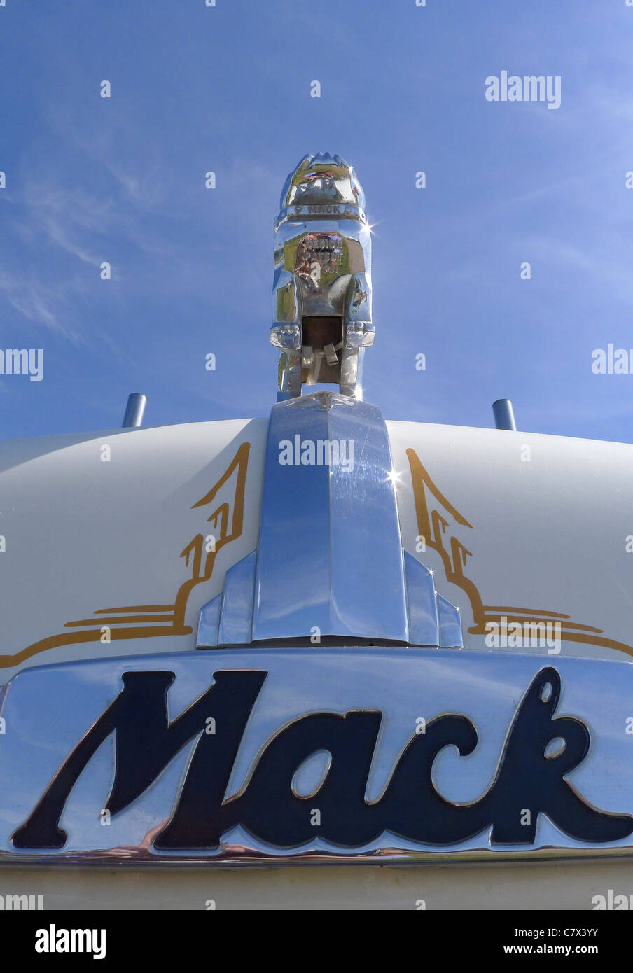 Mack Logo Stock Photos Mack Logo Stock Images Alamy