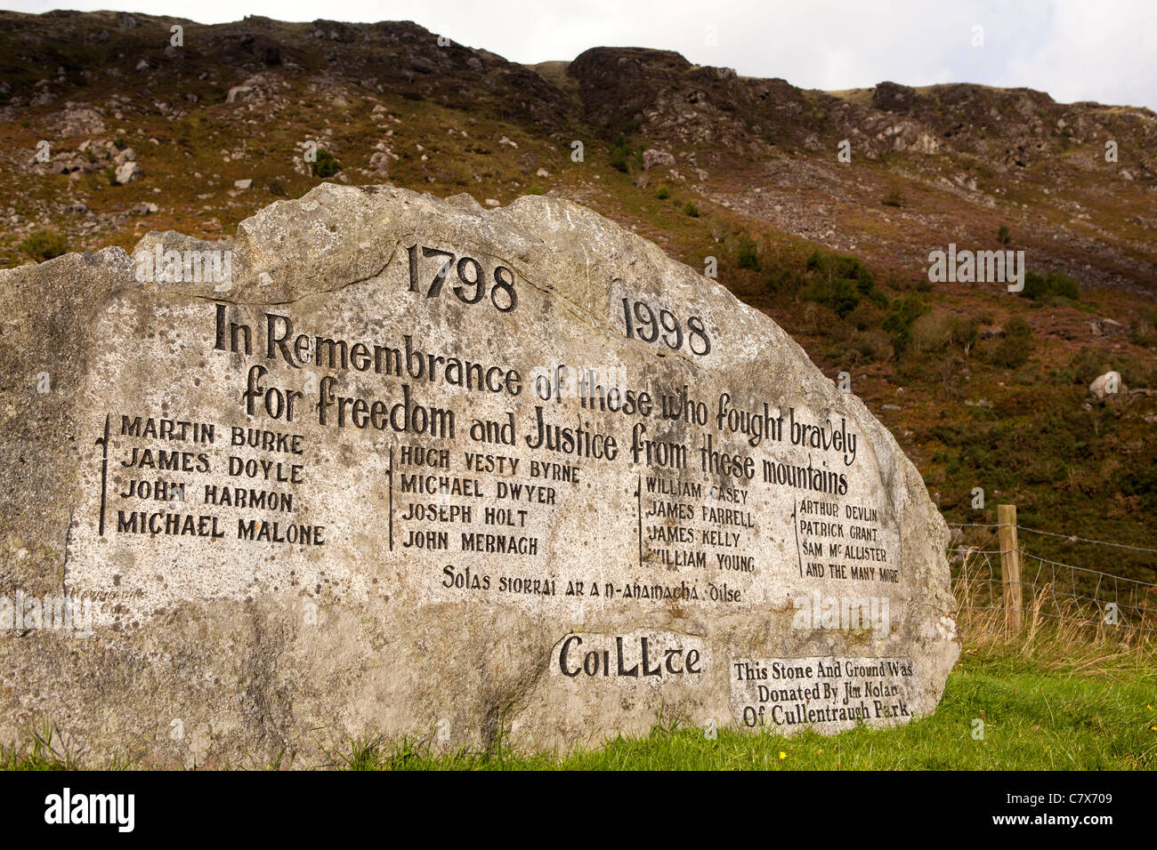 Ireland, Co Wicklow, Glenmalure, memoral stone to local heroes of 1798 rebellion against British rule Stock Photo