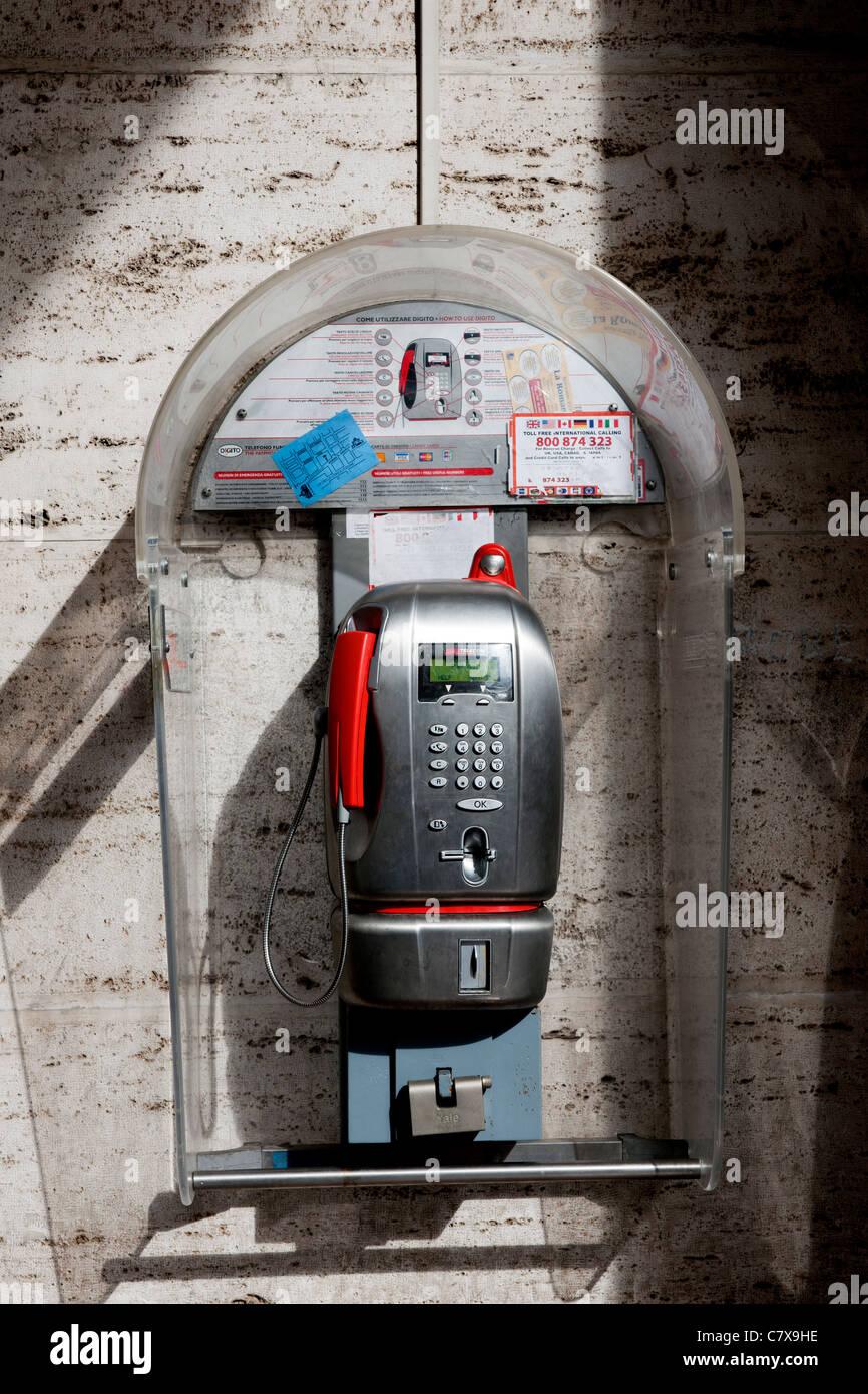Telephone kiosk, Central Rome, Rome City, Italy, Europe. - Stock Image