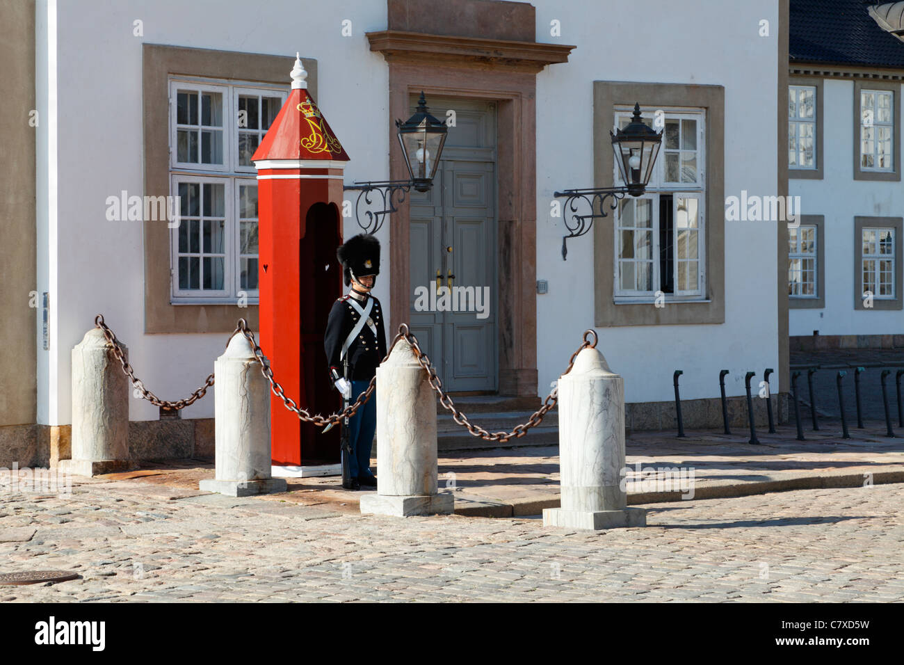 Bearskin sentry from the Royal Life Guards outside his sentry box at the Fredensborg Palace near Copenhagen, Denmark - Stock Image
