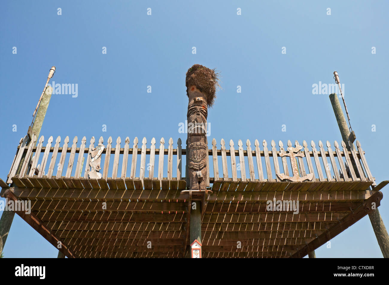 Raised wooden deck with totem decoration in funky little Gulf coastal town of Horseshoe Beach Florida. - Stock Image