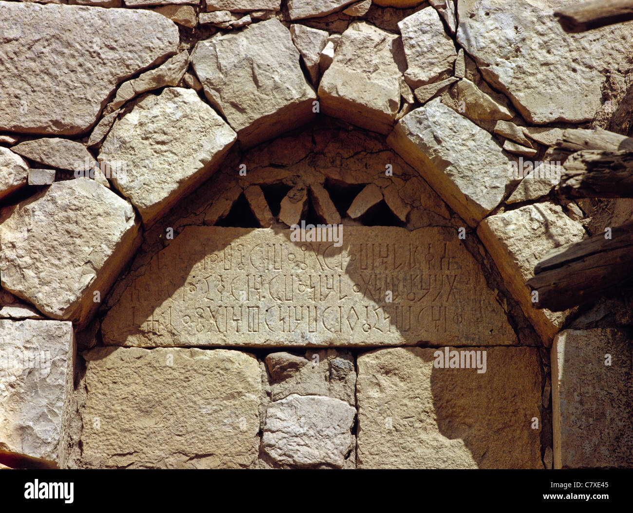 7th century BCE Sabaean wall inscription below a stone arch in the ancient city of Marib, Yemen - Stock Image