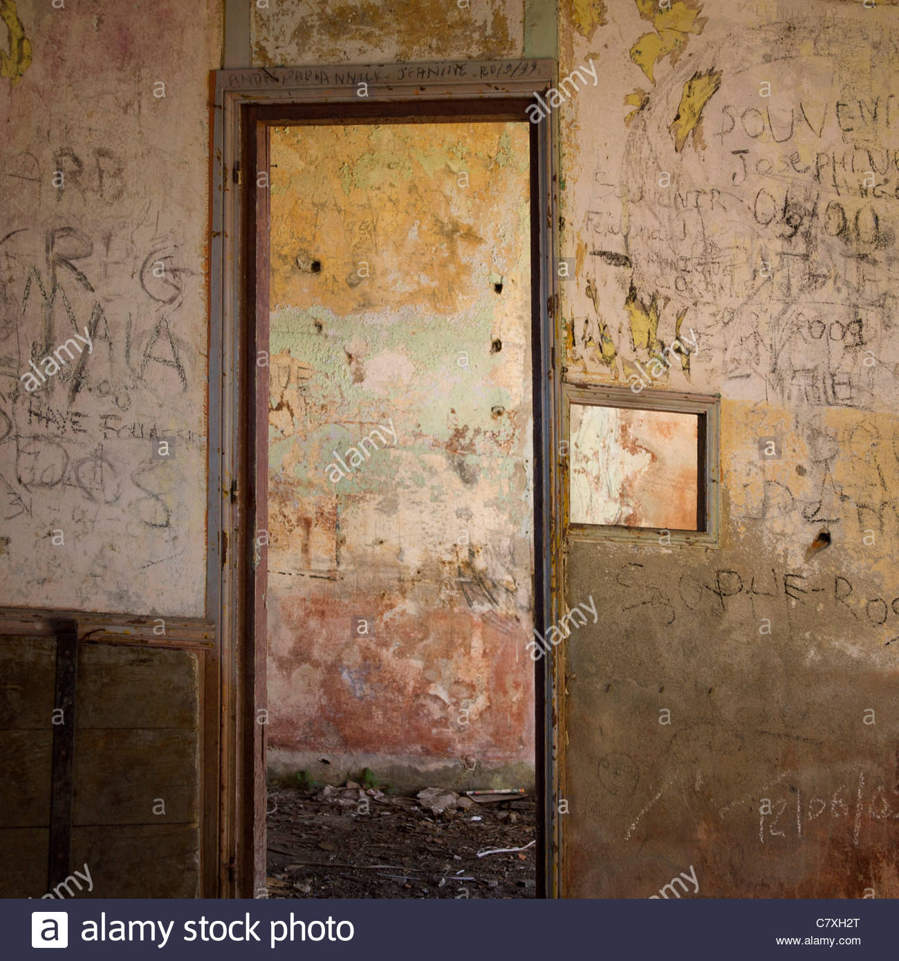 Doorway and walls with graffiti - Stock Image