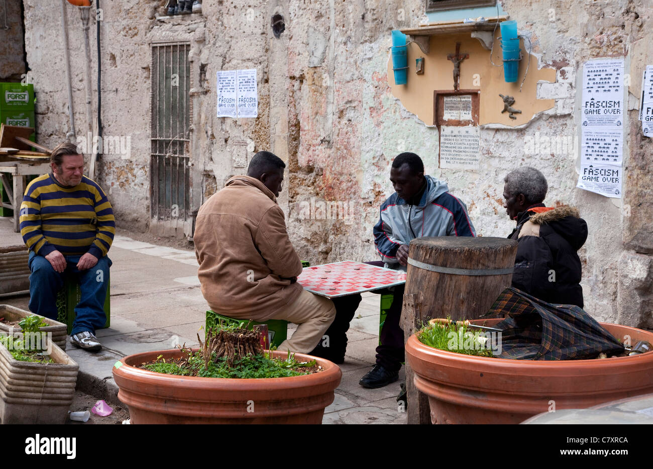 People playing cards at Ballarò, old market in Palermo, Sicily, Sicilia, Italy - Stock Image