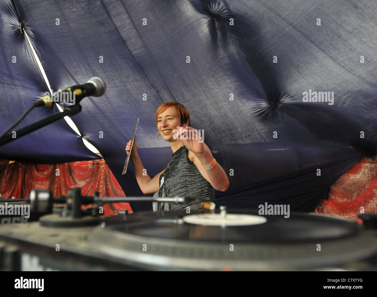 A forty- five year old female DJ playing jazz records at a festival - Stock Image