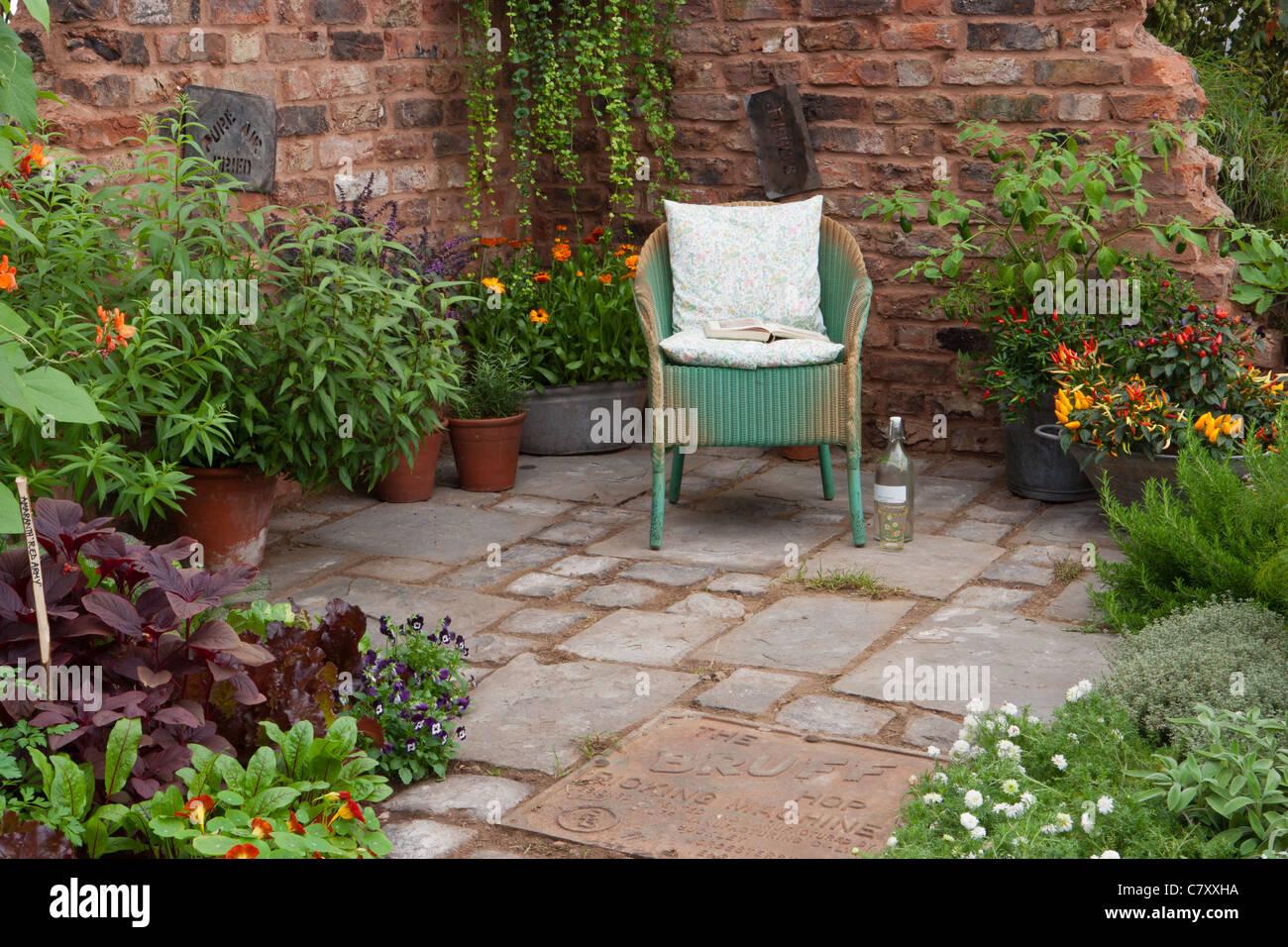 The Old Kiln Yard Designer Paul Taylor, Alchemy Gardens, Awarded Silver  Gilt Flora Sponsor