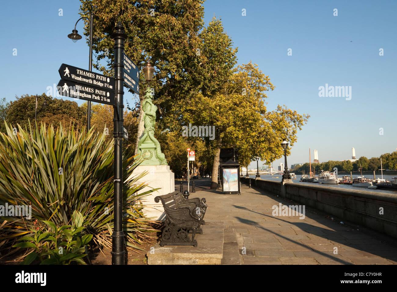 Thames Path, Chelsea Embankment, London, England, UK - Stock Image