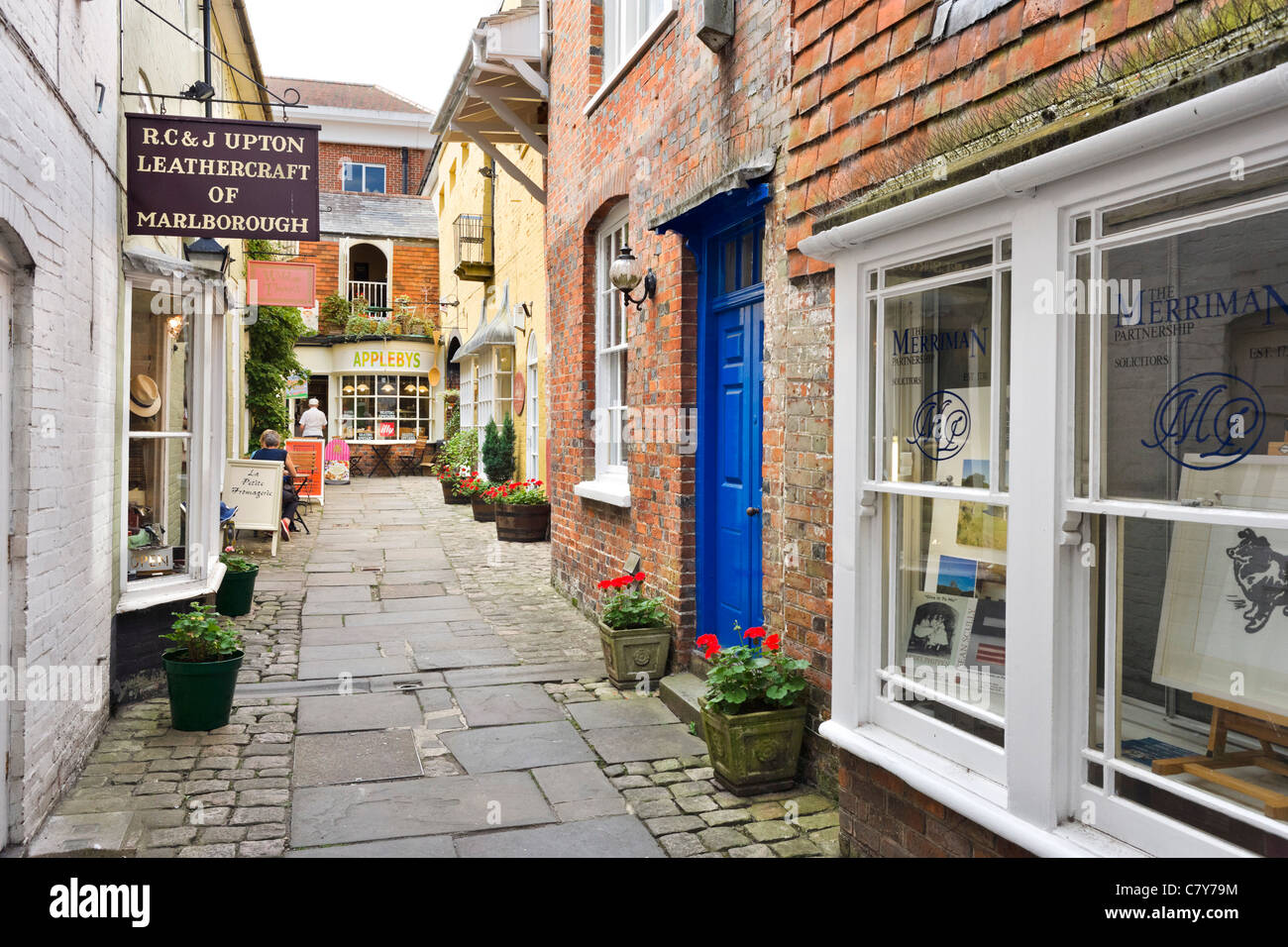 Shops and cafe on a side street off the High Street in the market town of Marlborough, Wiltshire, England, UK Stock Photo