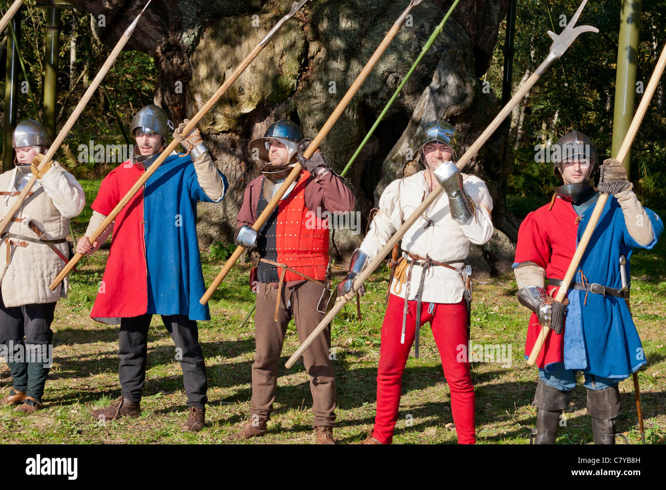 Demonstration Of Medieval Warfare The Wars Roses Period Sherwood Forest Country Park