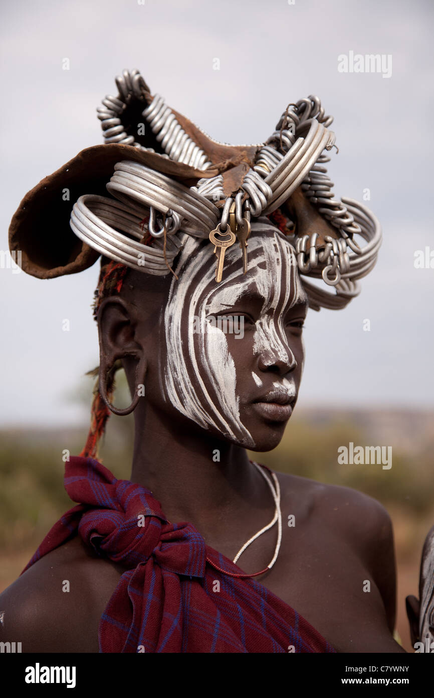Young Mursi woman with traditional head dress, Jinka, Omo Valley, Ethiopia, Africa - Stock Image