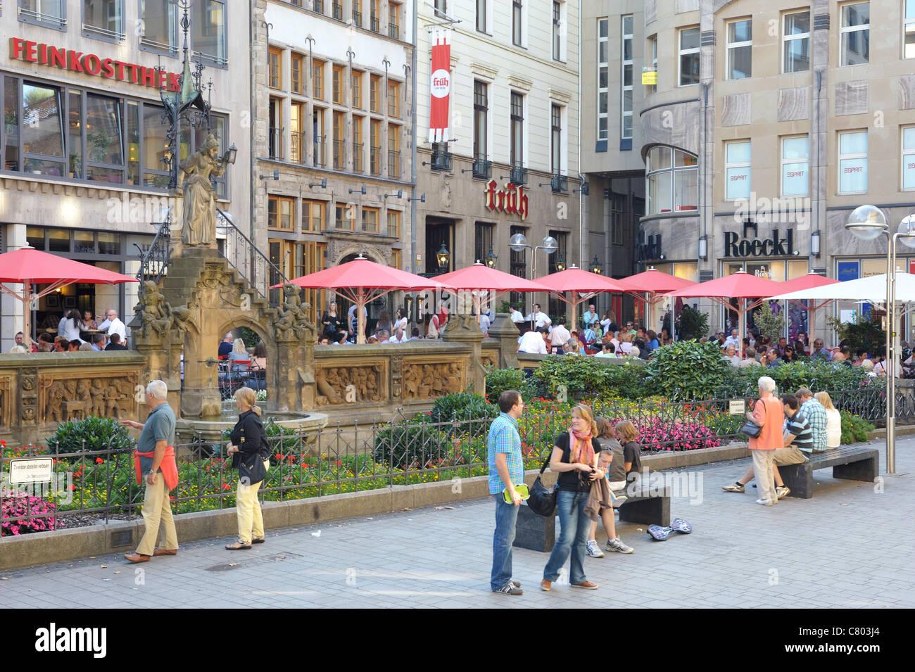 Der Heinzelmännchenbrunnen in der Kölner Altstadt - Stock Image