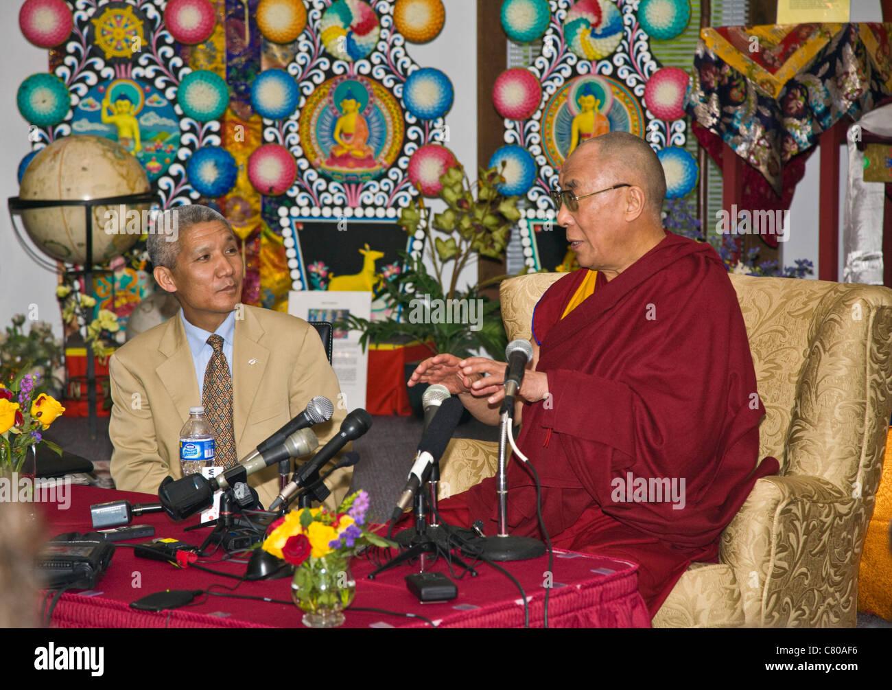 The 14th DALAI LAMA of Tibet at a press conference - BLOOMINGTON, INDIANA - Stock Image