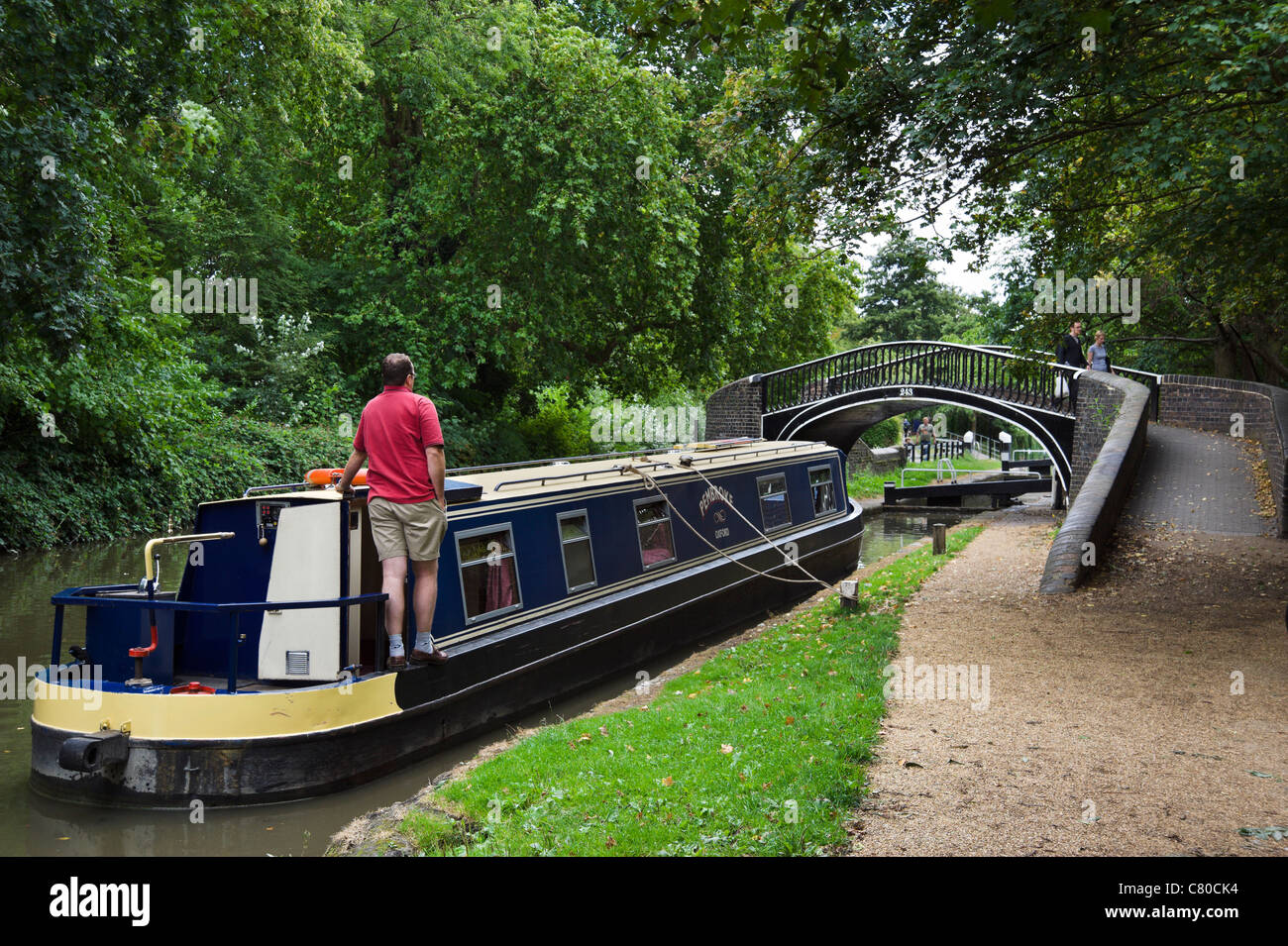 Narrowboat entering the lock gates on the Oxford Canal near Jericho, Oxford, Oxfordshire, England, UK - Stock Image