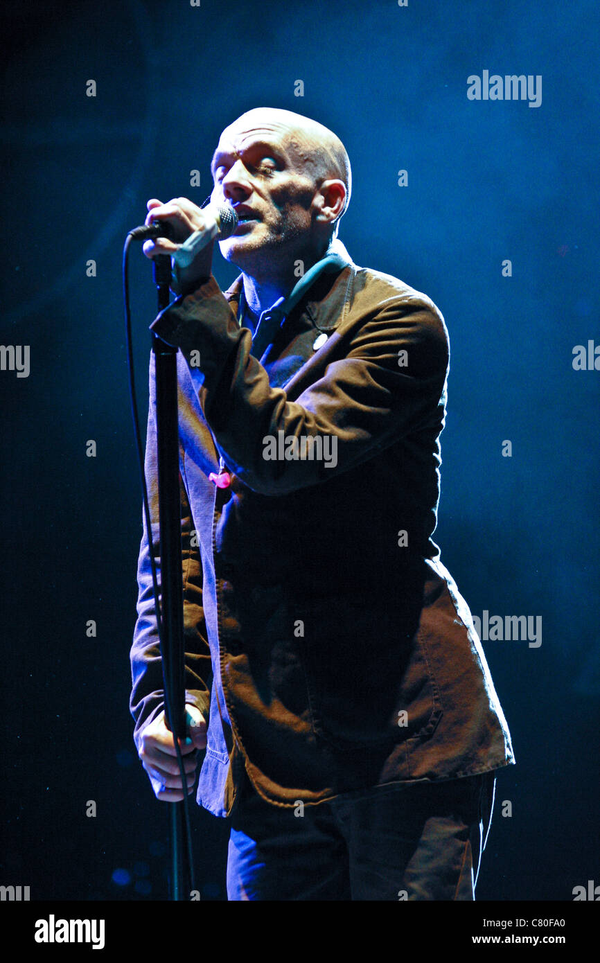 REM performing on the Pyramid stage at the Glastonbury Festival 2003 - Stock Image