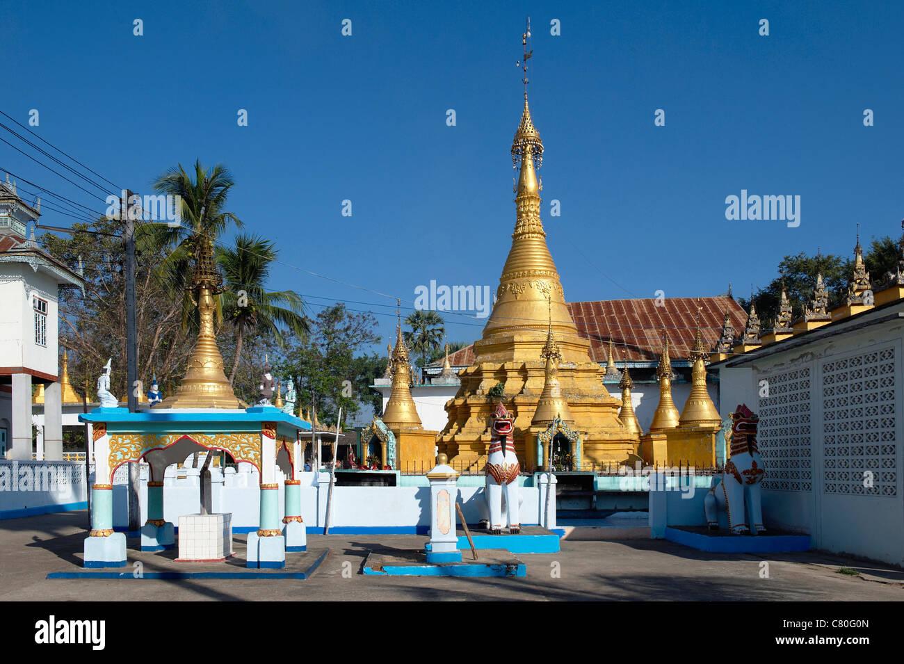 Thailand, Mae Sot, buddhist temple - Stock Image