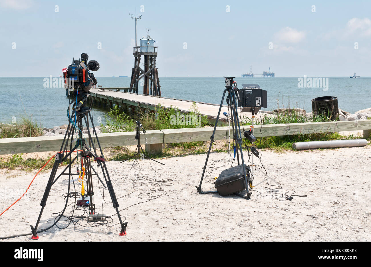 Alabama, Dauphin Island, TV News on location reporting on BP oil spill in Gulf of Mexico - Stock Image