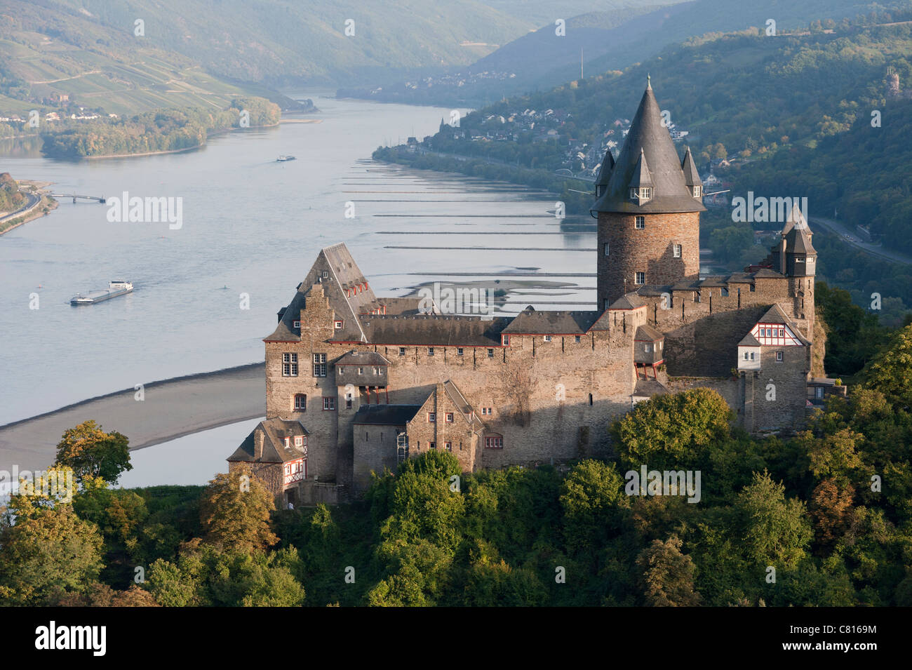 View of Burg castle Stahleck in Bacharach village on Romantic River Rhine in Germany - Stock Image
