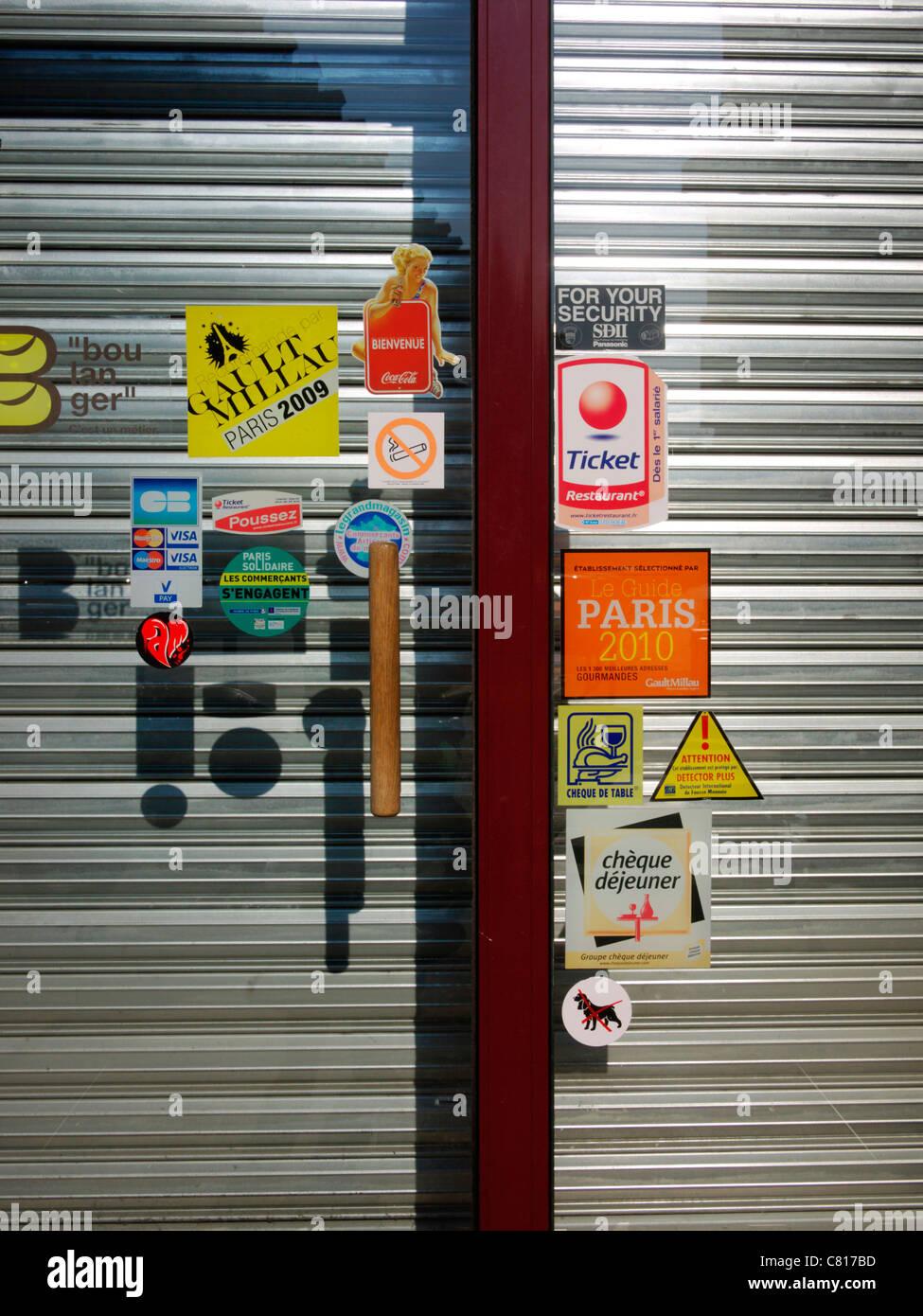 Restaurant door in Paris - Stock Image