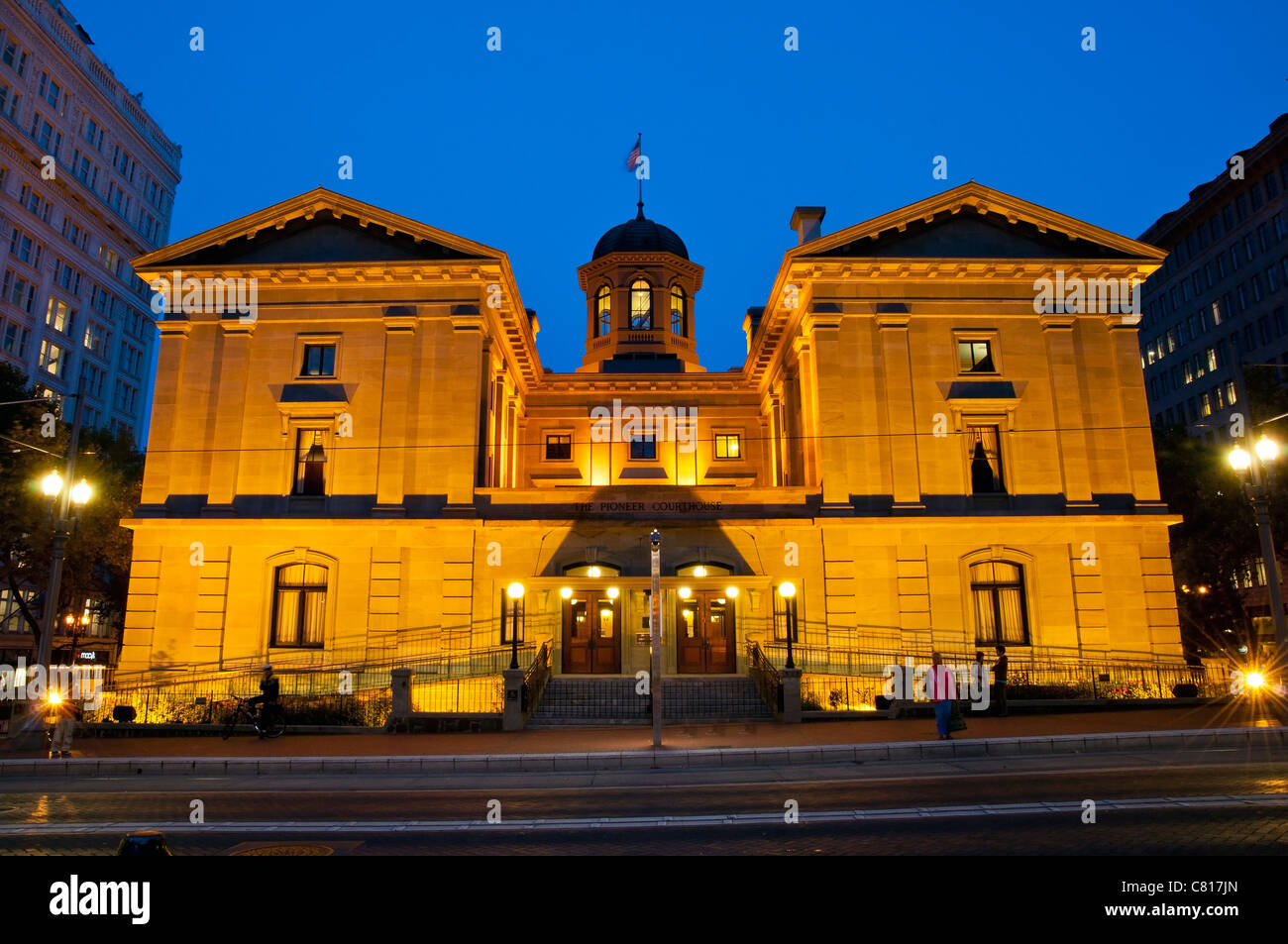 Night view of Pioneer Courthouse, Portland, Oregon, USA - Stock Image