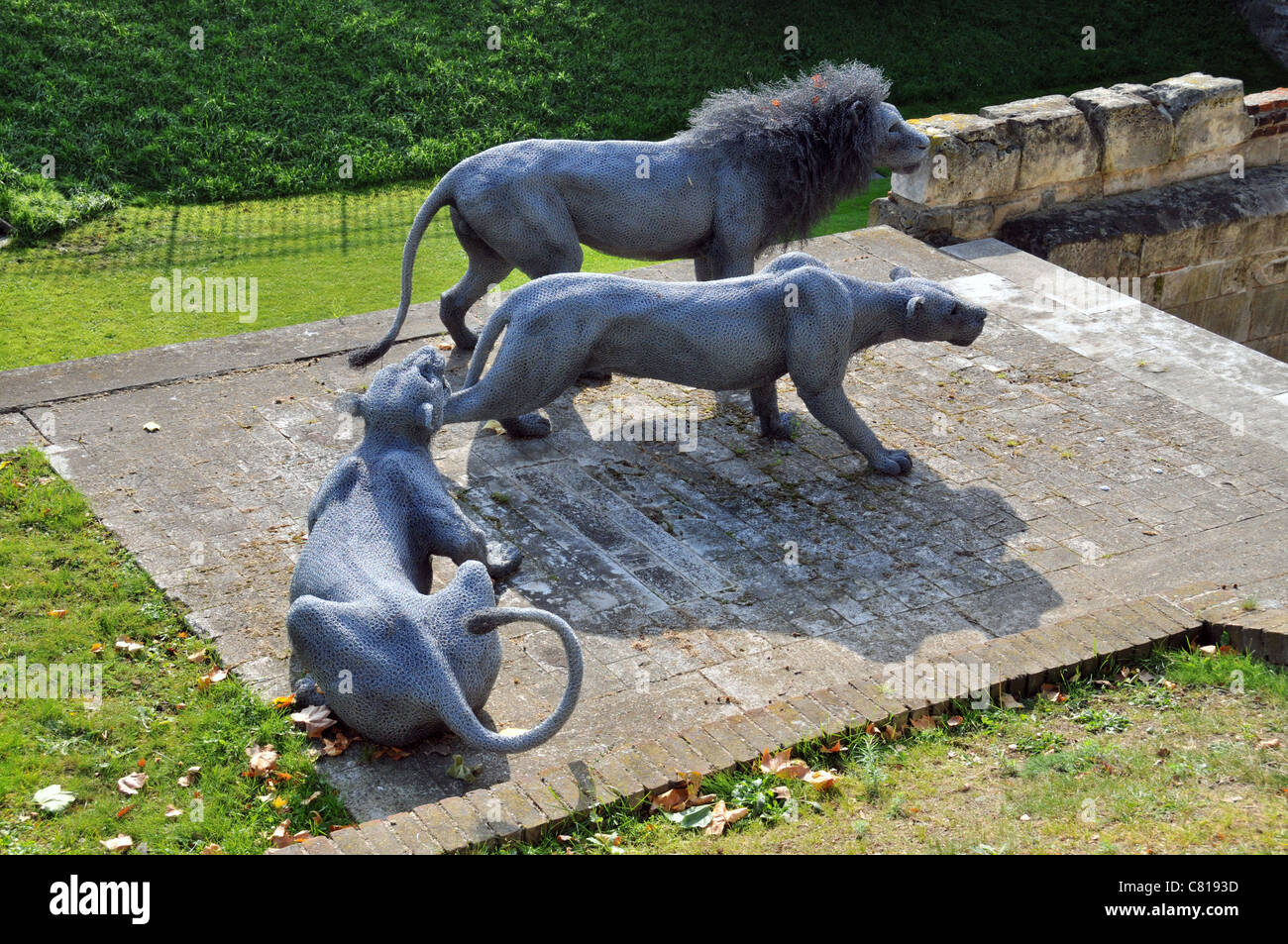 Wire mesh Lions made by Artist Kendra Haste Modern animal sculpture ...