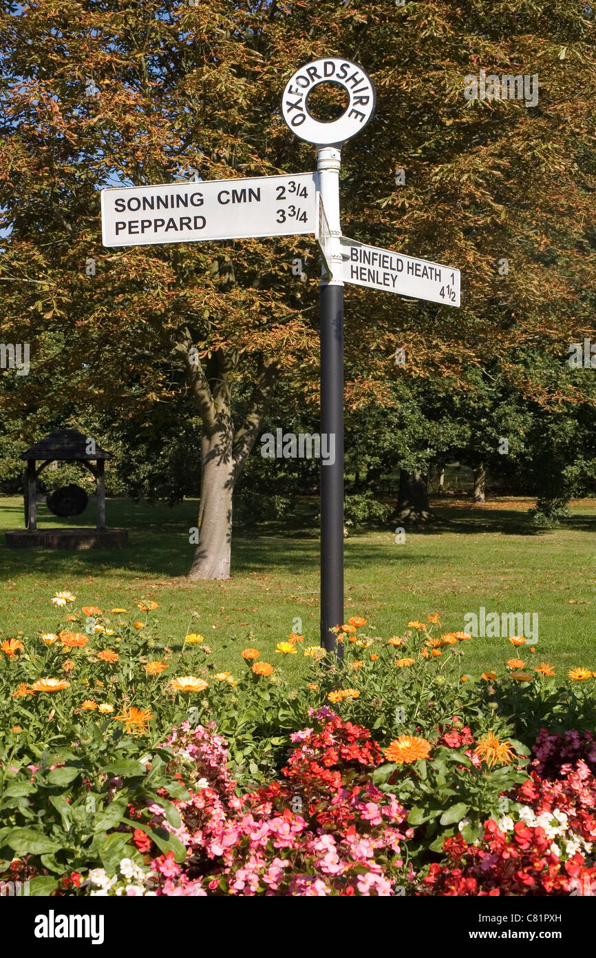 England Oxfordshire old rural signpost - Stock Image