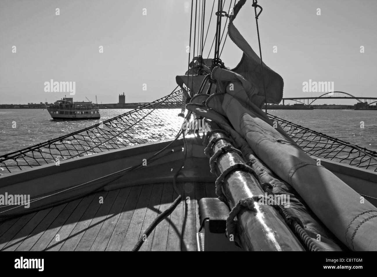The S/V Denis Sullivan sails on Lake Michigan in Milwaukee's harbor. - Stock Image
