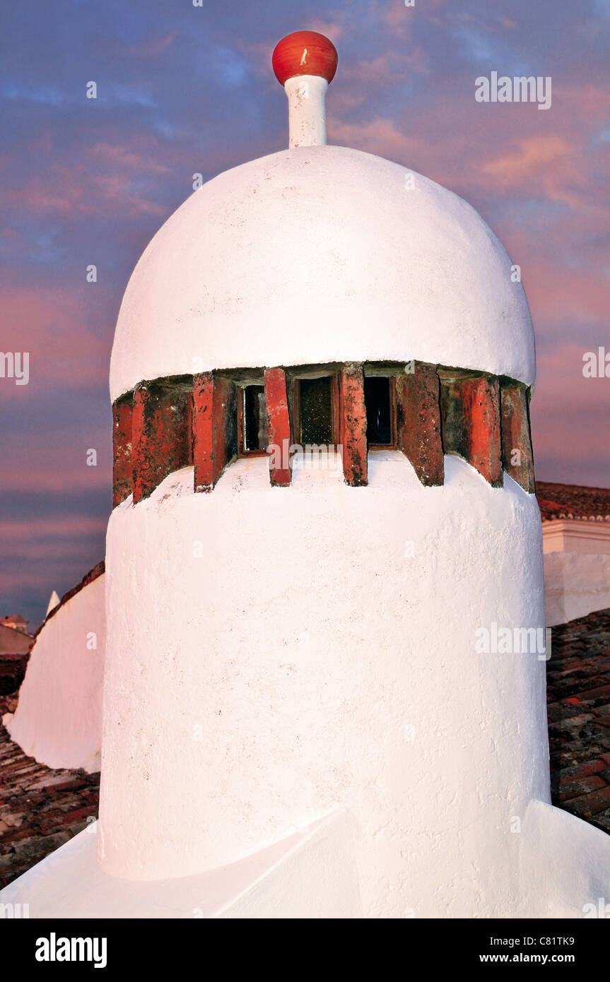 Portugal, Alentejo: Typical chimney in the historic village of Monsaraz - Stock Image