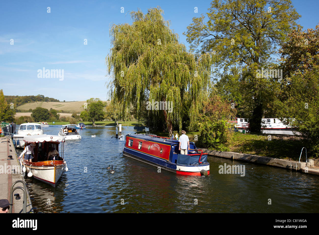 Boats on the River Thames at Mapledurham Lock near Reading, Berkshire. - Stock Image